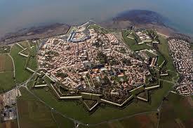 de vestingstad St. Martin de Ré; kennen we dit concept niet ergens van?