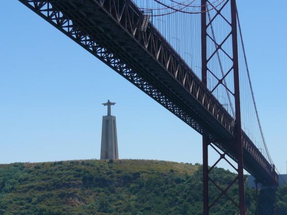 De 24 april brug en het Jezus beeld