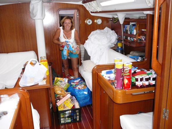 inruimen van alle voorraden voor onderweg