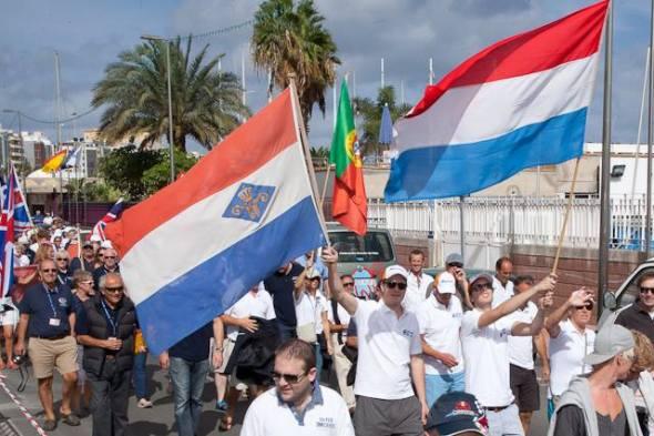 2013-11-17 Openingstocht Muiden vlag