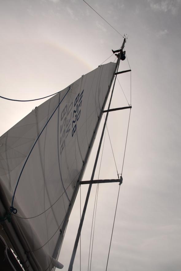 Lennard in de mast middenop de oceaan