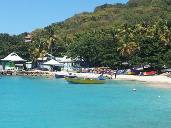 uitzicht op Mustique vanaf de boot