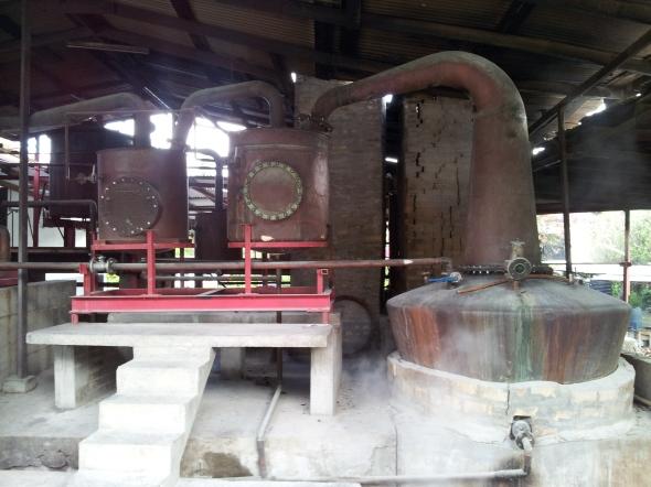 koperen destillatie-installatie anno 1794om rum te maken