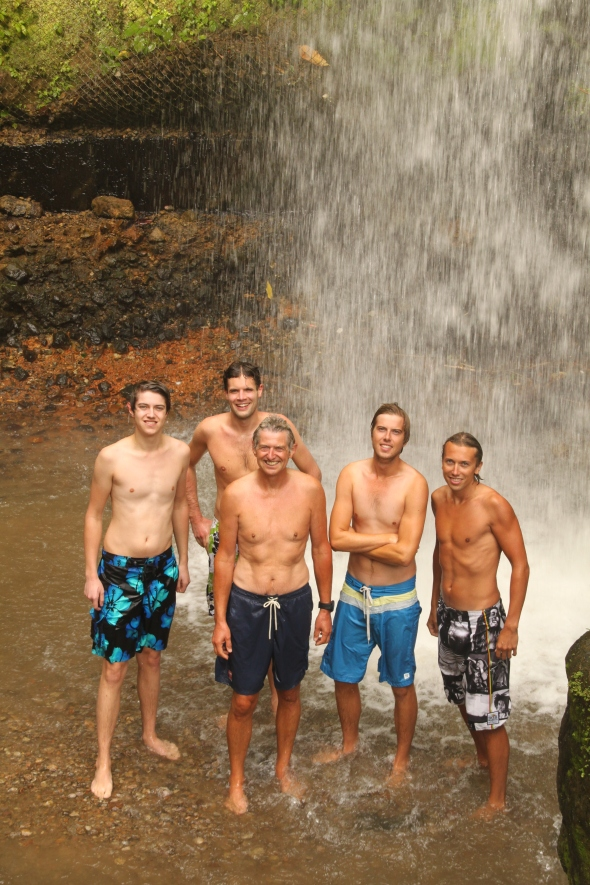 zwemmen (eigenlijk meer douchen) onder de waterval