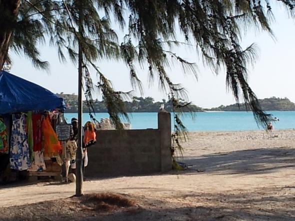 Castaway bar waar we coconut smoothie en veel water dronken (bloedheet)