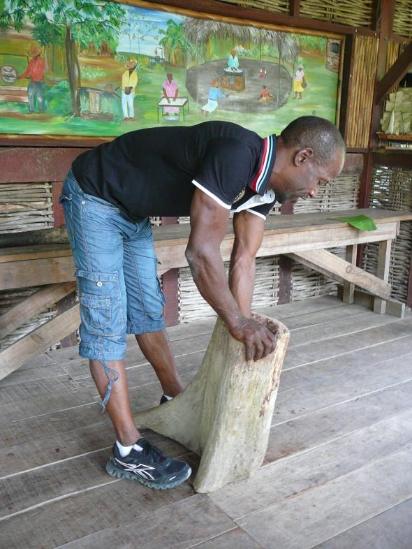 de gids en oprichter van de Savannah des esclaves in Trois Islets op het ZW deel van Martinique
