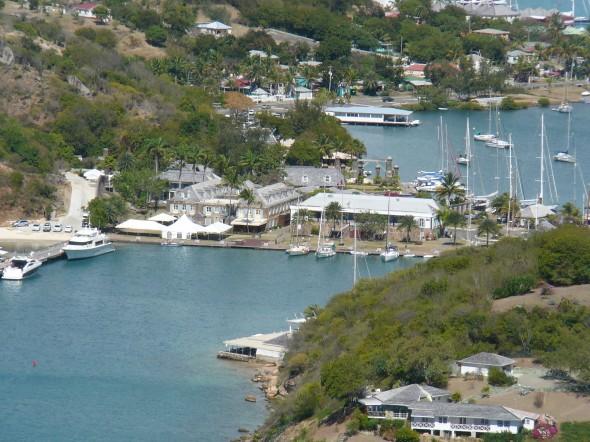 uitzicht op Nelsons Dockyard vanaf Shirley Heights