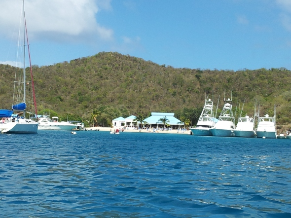 beach bar op Norman Island vanaf de boot