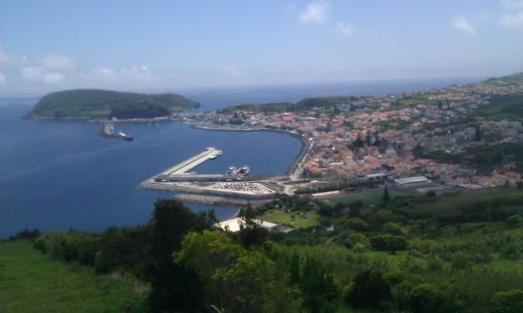 zicht op de haven van Horta