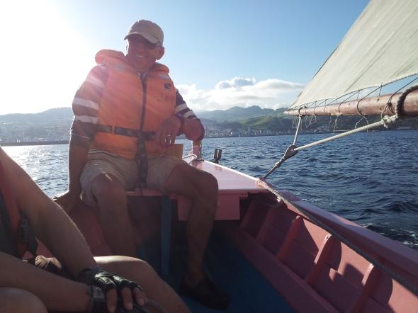 zeilen met traditionele whaleboats van Horta