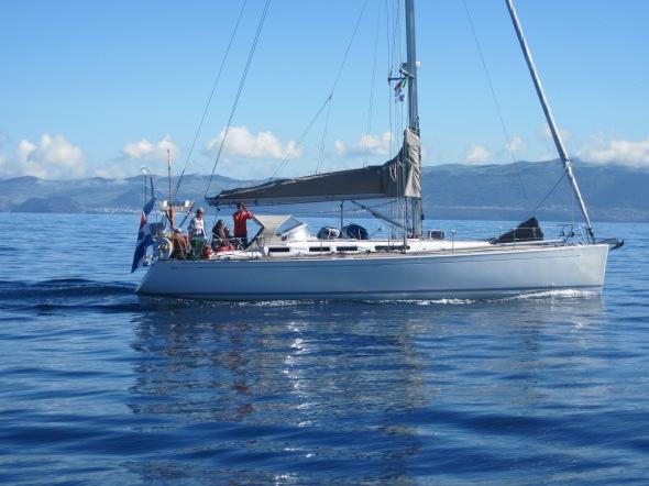 hoe een boot ook mooi kan zijn op de motor varend....