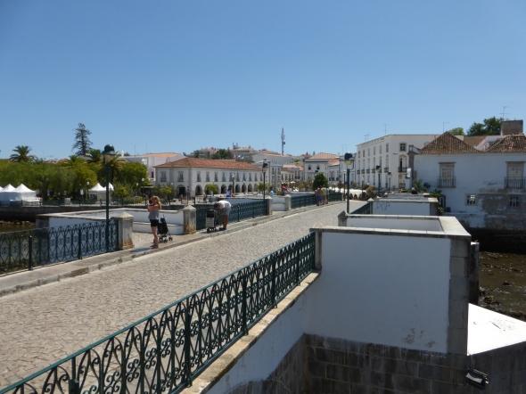 de Romeinse brug in Tavira