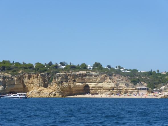 het Hapimag strandje van zee gezien