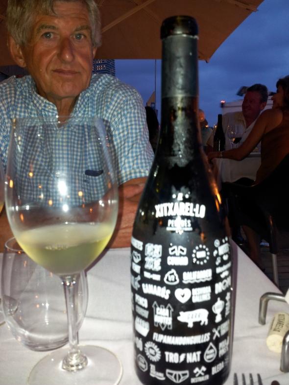 wijn met onuitspreekbare naam uit de Penedes (ten Z van Barcelona) is heerlijk