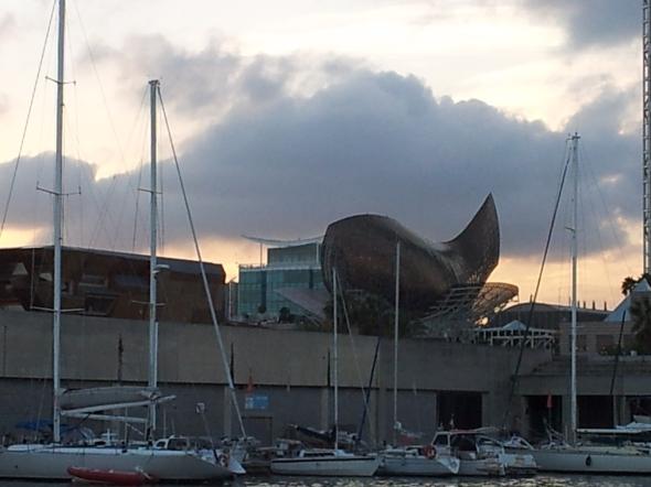 zicht vanaf de boot op de haven