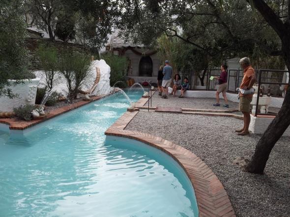 zwembad van Dali in zijn tuin