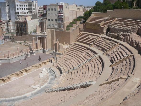 ampitheater van keizer Augustus, gebouwd voor zijn 2 kleinzoons (opvolgers)