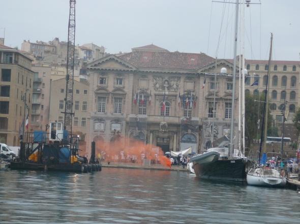oranje boven? Nee, een demonstratie voor la Mairie de Marseille