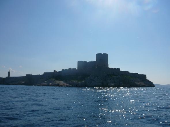 we varen langs het Chateu dÝff waar de graaf van Monte Christo gevangen zat in het verhaal