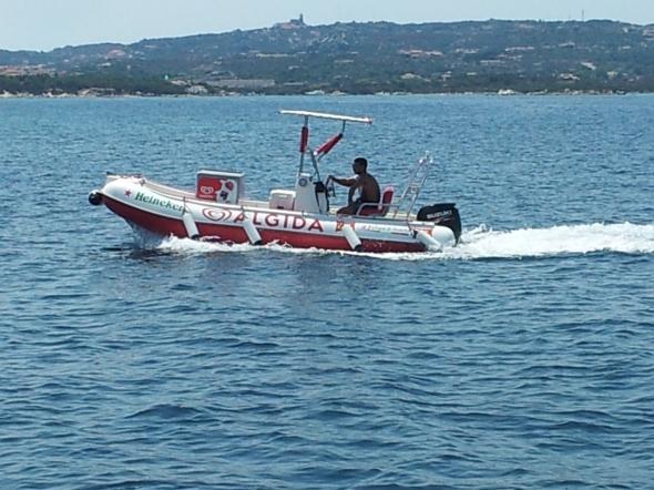 ook in Sardinië zijn boatboys, alleen wat rijker uitgerust dan in de Carieb...
