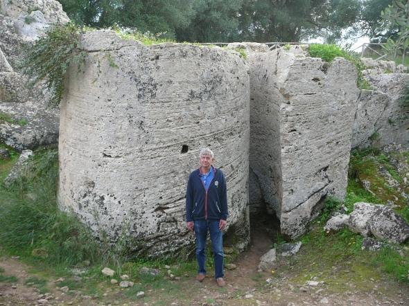 de steengroeve waar de zuilen in delen werden uitgehakt door de Grieken in de 7e eeuw voor Christus
