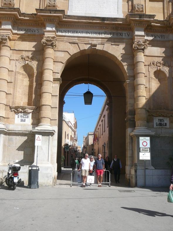 de poort van Garibaldi in Marsala