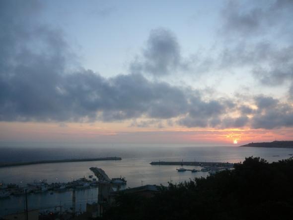 zicht op de haven van Sciacca vanaf de oude bovenstad