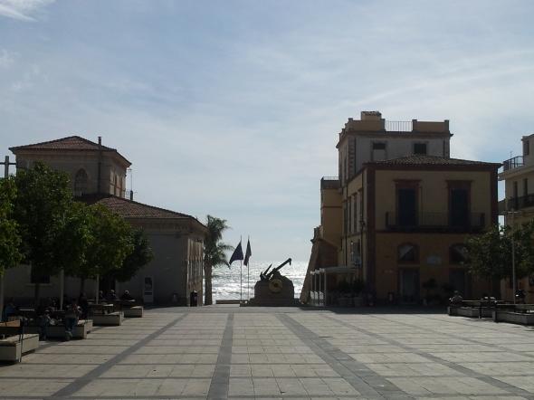 Uitzicht vanaf het dorpsplein van Marina di Ragusa