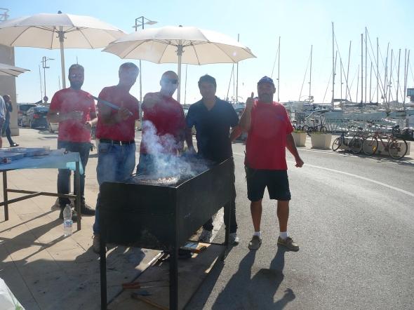 BBQ door de mannen van de marina