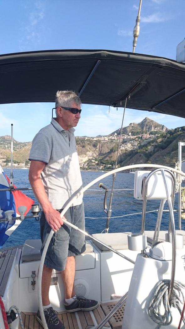 vertrek uit de baai van Taormina