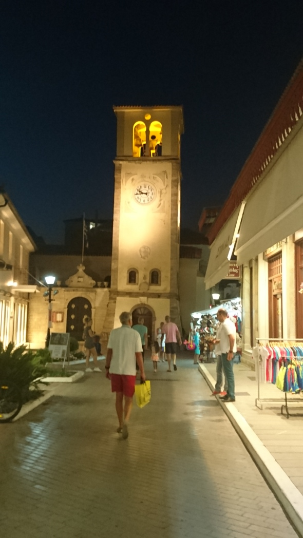 de kerktoren van Preveza by night