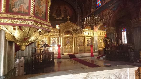 interieur van de Grieks orthodoxe kerk (uit 1925, wat een rijkdom)