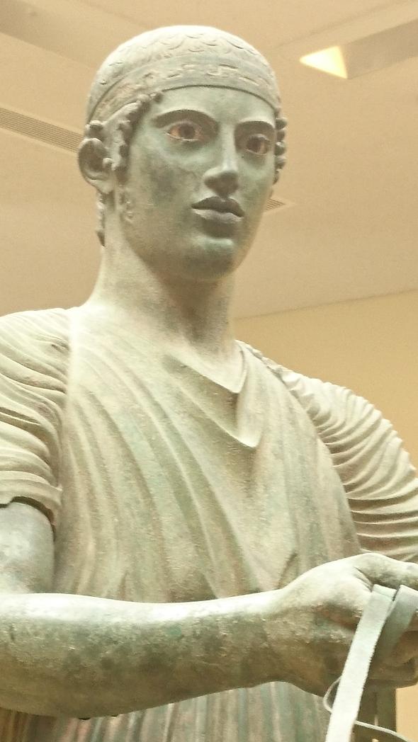 in het museum van Delphi: de tweeling van Argos en de wagenmenner