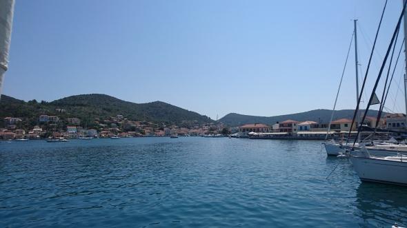 de haven van Vathi zonder wind....