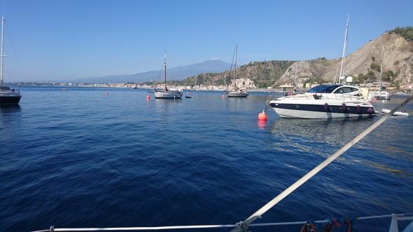 aan de mooring onder Taormina